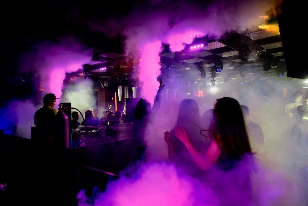 DJ in OWL Veranstaltungstechnik in Lippe Hochzeits dj Event DJ In Ostwestfalen Lippe  Party DJ Abschlussball Abiball Geburtstags DJ Moving heads Allein Unterhalter Schützenfest Firmenfeier Lage Detmold Lemgo Bielefeld Herford
