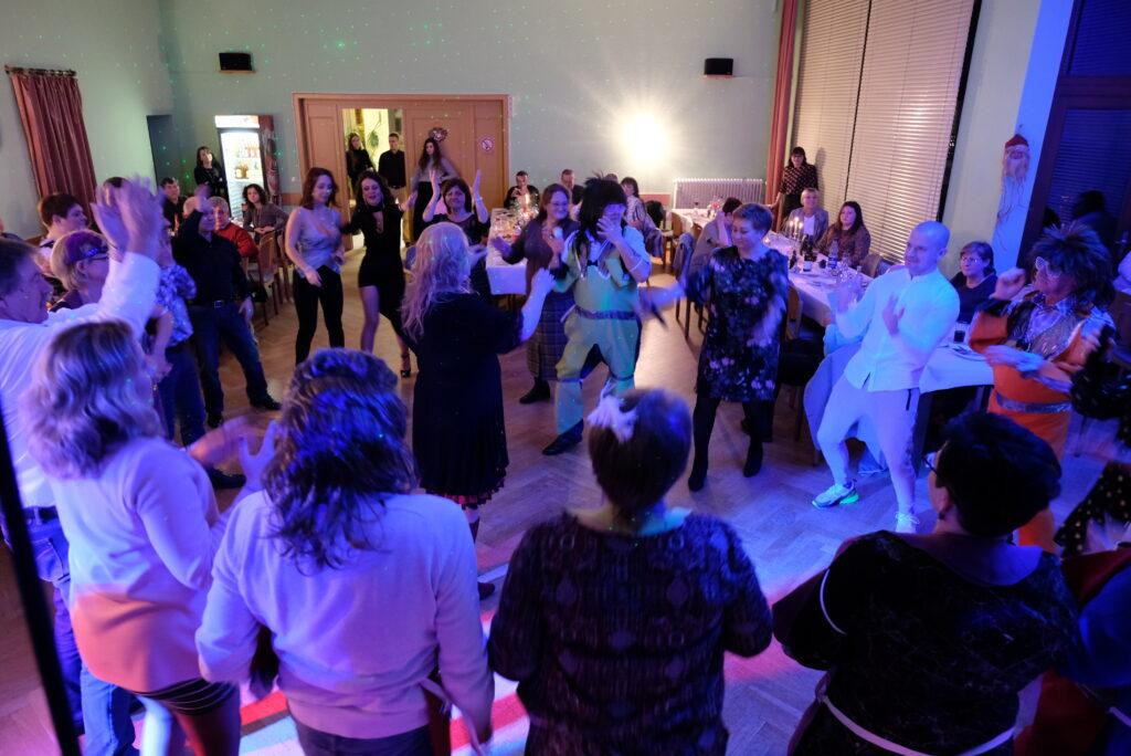 DJ in OWL Veranstaltungstechnik in Lippe Hochzeits dj Event DJ In Ostwestfalen Lippe  Party DJ Abschlussball Abiball Geburtstags DJ Moving heads Allein Unterhalter Schützenfest Firmenfeier